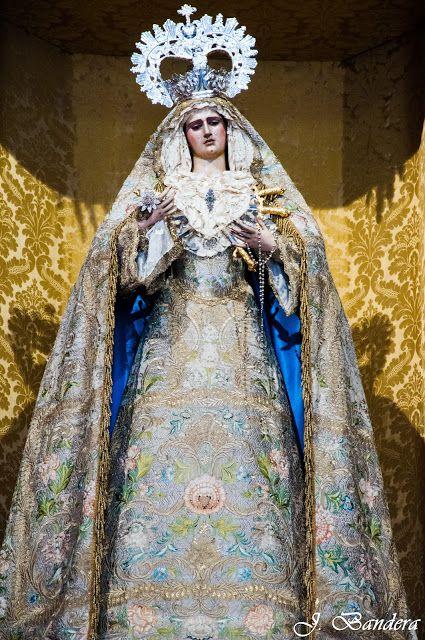 Las Fotografías De Bandera La Virgen De Los Dolores De Sanlúcar De Barrameda Manto De La Virgen Dolor De Madre Virgen