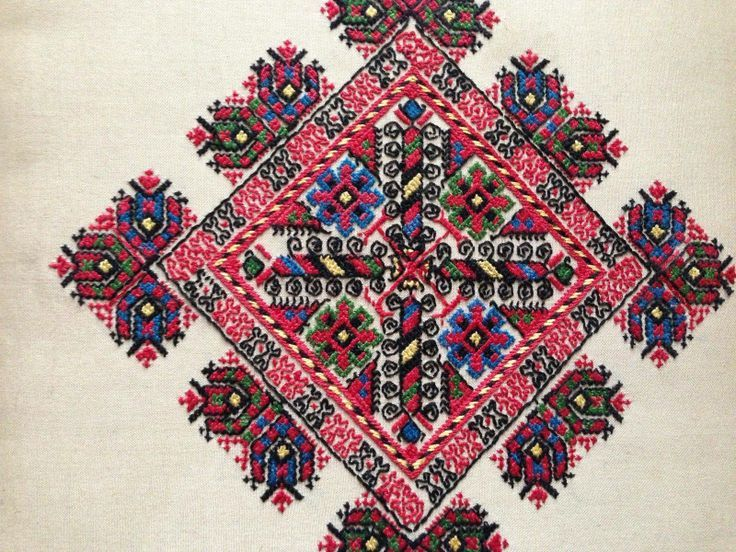 Bulgarian embroidery in detail ✳1