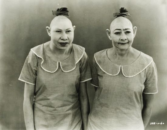 Twin sisters Elvira and Jenny Lee Snow, in Tod Browning's Freaks (1932)