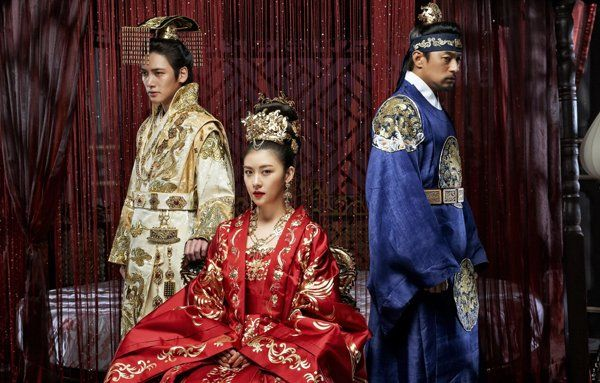 Ha Ji Won Shows Her Cute Side on the Set of Empress Ki