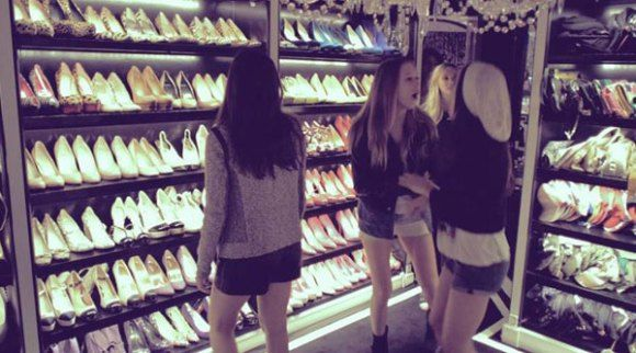 The Most Amazing Movie Closets The Bling Ring Peliculas