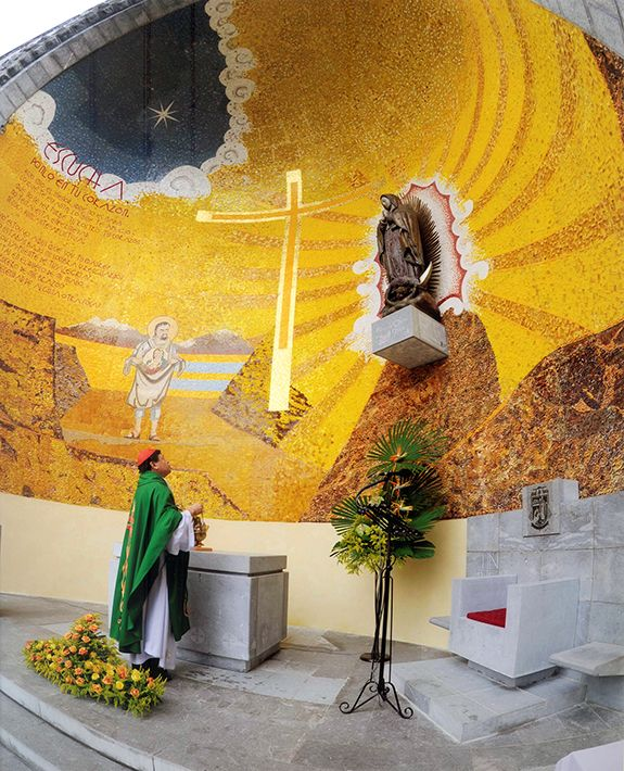 Capilla De Nuestra Señora De Guadalupe En Lourdes Francia Catholic Art Sacred Space Things To Come