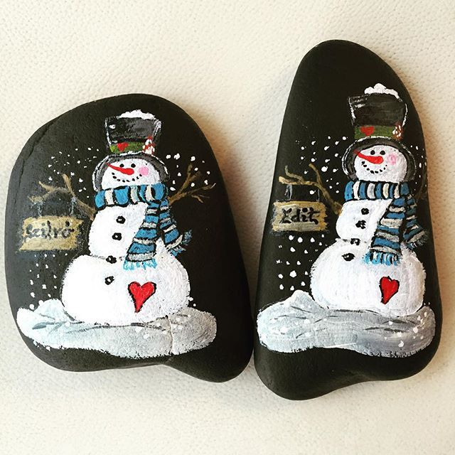 "Photo of Henriett Jäckl en Instagram: ""#snowman #stonepainting #paintedstones #rockart #winter #winterwonderland"""