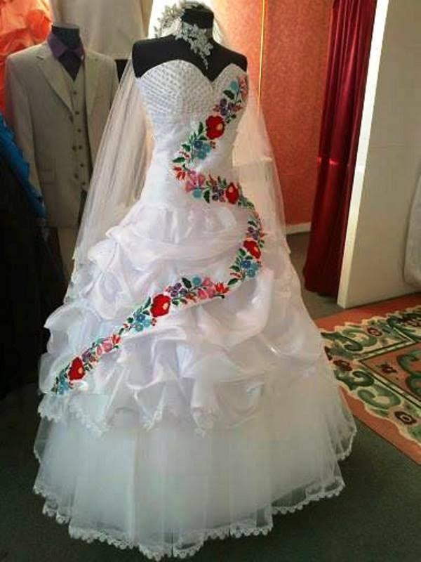 Hungarian motifs wedding dress  f0df5cc983
