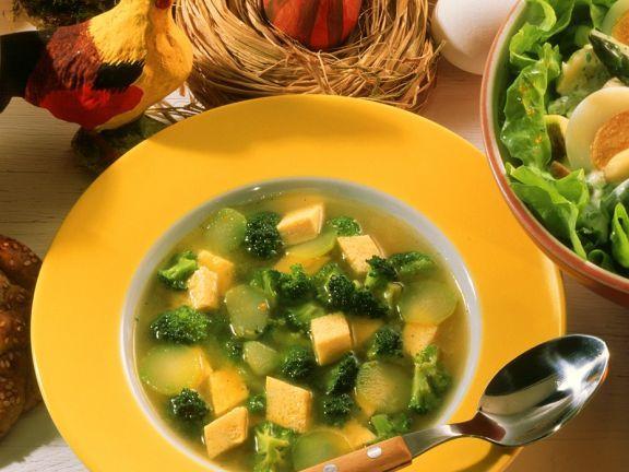 Broccolosuppe mit Eierstich-Einlage ist ein Rezept mit frischen Zutaten aus der Kategorie Blütengemüse. Probieren Sie dieses und weitere Rezepte von EAT SMARTER!