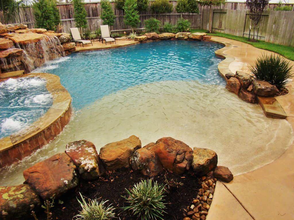30 Awesome Zero Entry Backyard Swimming Pools I E Beach Entry Beach Entry Pool Pool Landscaping Small Swimming Pools