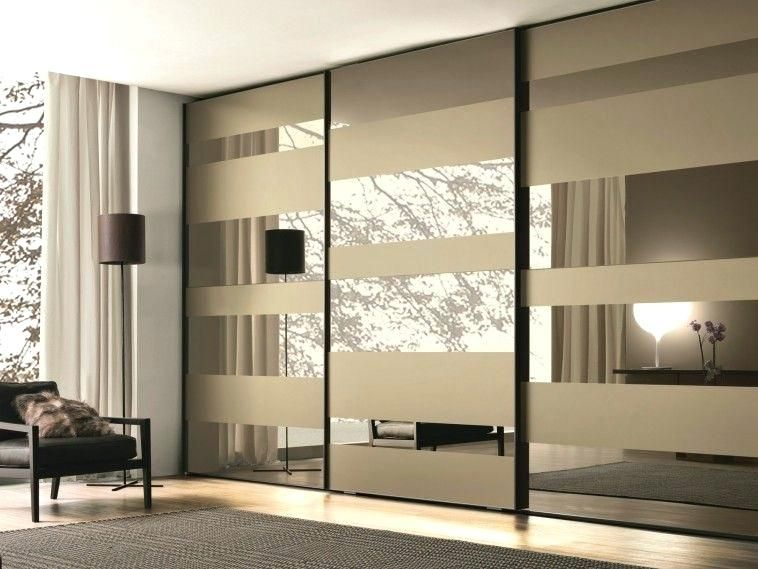 Mirrored Wardrobe Doors Mirrored Glass Wardrobe With Sliding Doors Mixed With Grey Carpet Mirrored Wardrobe Doors Wardrobe Door Designs Wardrobe Design Bedroom
