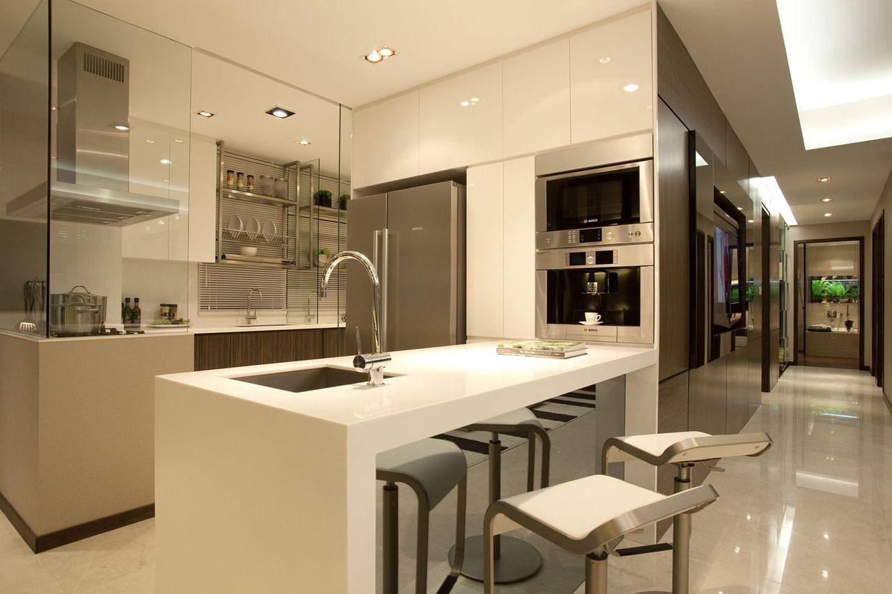 Cozinha moderna com ilha central
