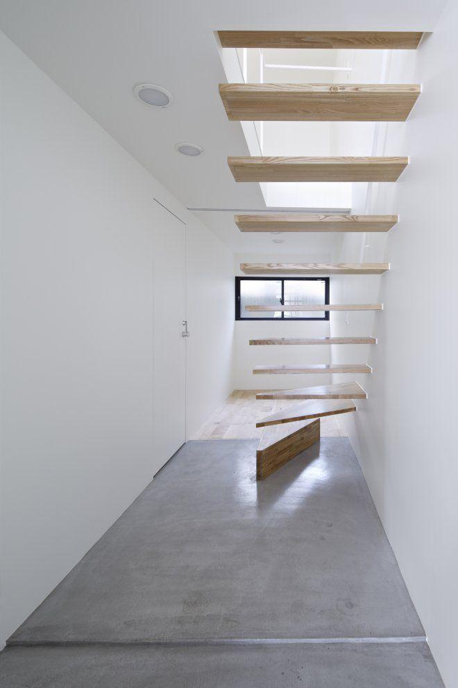 Park House in Tokyo - Photo Credit: Koichi Torimura  Lisää tietoa betonipinnoista, betonin käyttömahdollisuuksista sisustuksessa saat www.betonic.fi -sivulta. Betonic tekee betonipinnoittamista tyylillä.