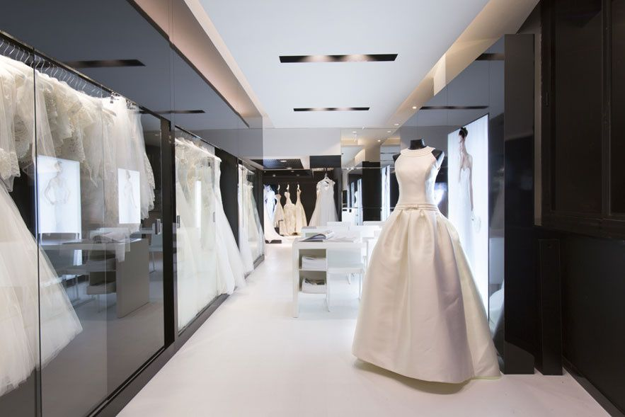 Les Inspirations Mariage De La Creatrice Rosa Clara Bridal Shop Interior Bridal Boutique Interior Boutique Interior