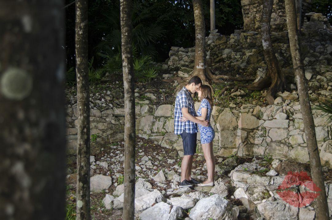 Romantic photos.  #beach #couple #photos #ideas #outdoor #mexico #playadelcarmen #cute #creative #romantic