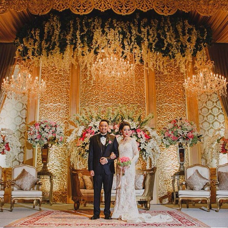 Red And Gold Wedding Decorations: Inspiring #gold Wedding Stage