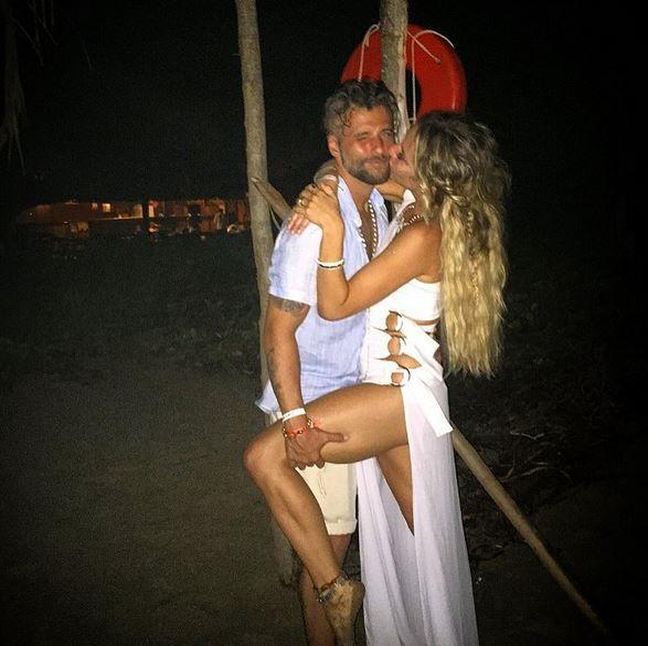 Giovanna Ewbank aparece sexy em foto em que beija Bruno Gagliasso