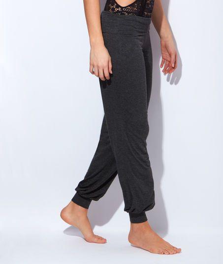 http://www.etam.com/lingerie-de-nuit-tous-les-bas-de-pyjamas-pantalons/pantalon-fluide-micro--bas-resserre-643816404.html