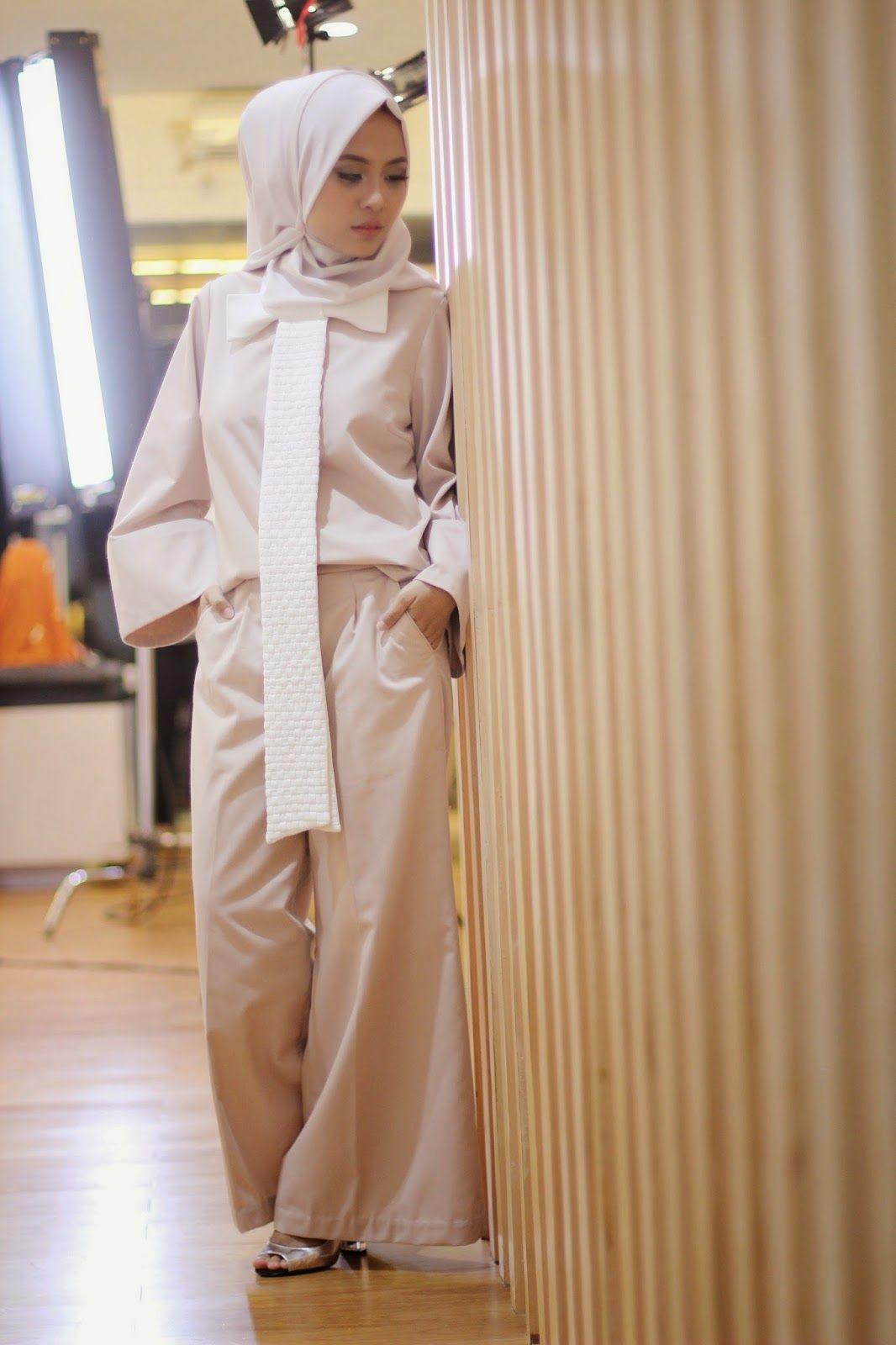 Restuanggraini Modest Workwear Style Inspiration Bow Tie Hijab Tendencies Kaos Beach Life Perak M
