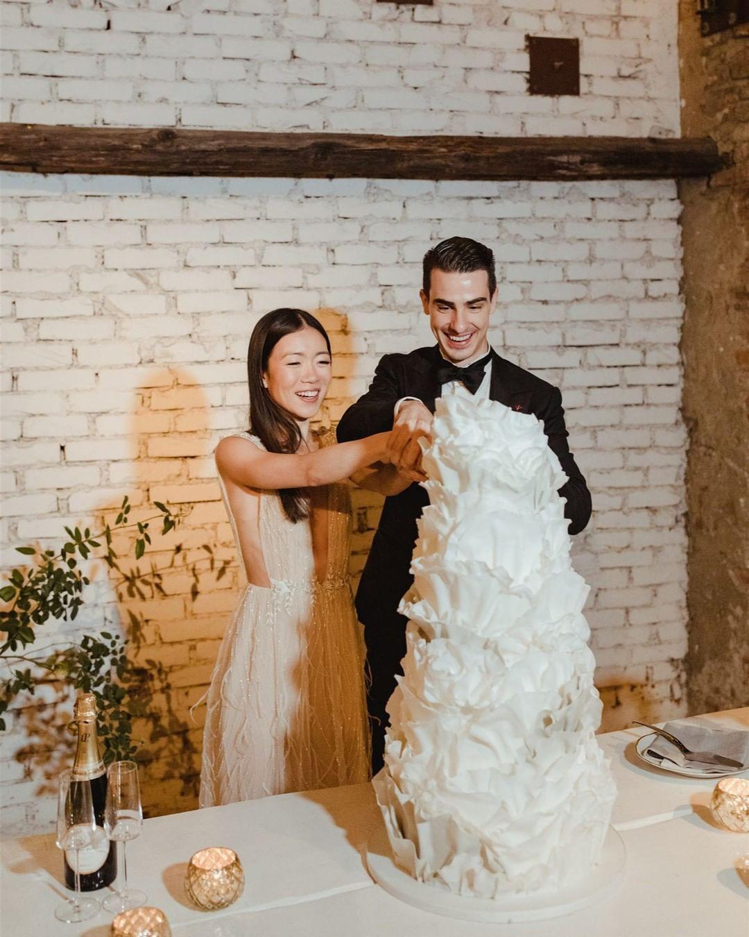 Vogue Weddings On Instagram Benita Chan Thebigchan And Grant Anderson S Thegranderson Wedding Cake Was As Dreamy As Their W In 2020 Vogue Wedding Wedding Bride