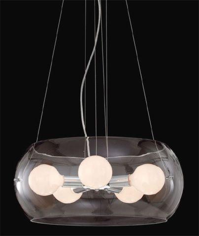 Una lámpara de vidrio para el salón. También moderno y sobrio como el resto de los muebles.
