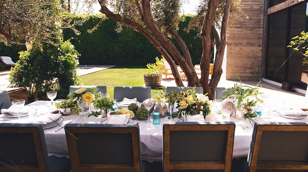 Your Guide to the PERFECT Easter Brunch // Easter, entertaining, tablescapes, party decor, outdoor tablescapes, brunch, outdoor entertaining ideas