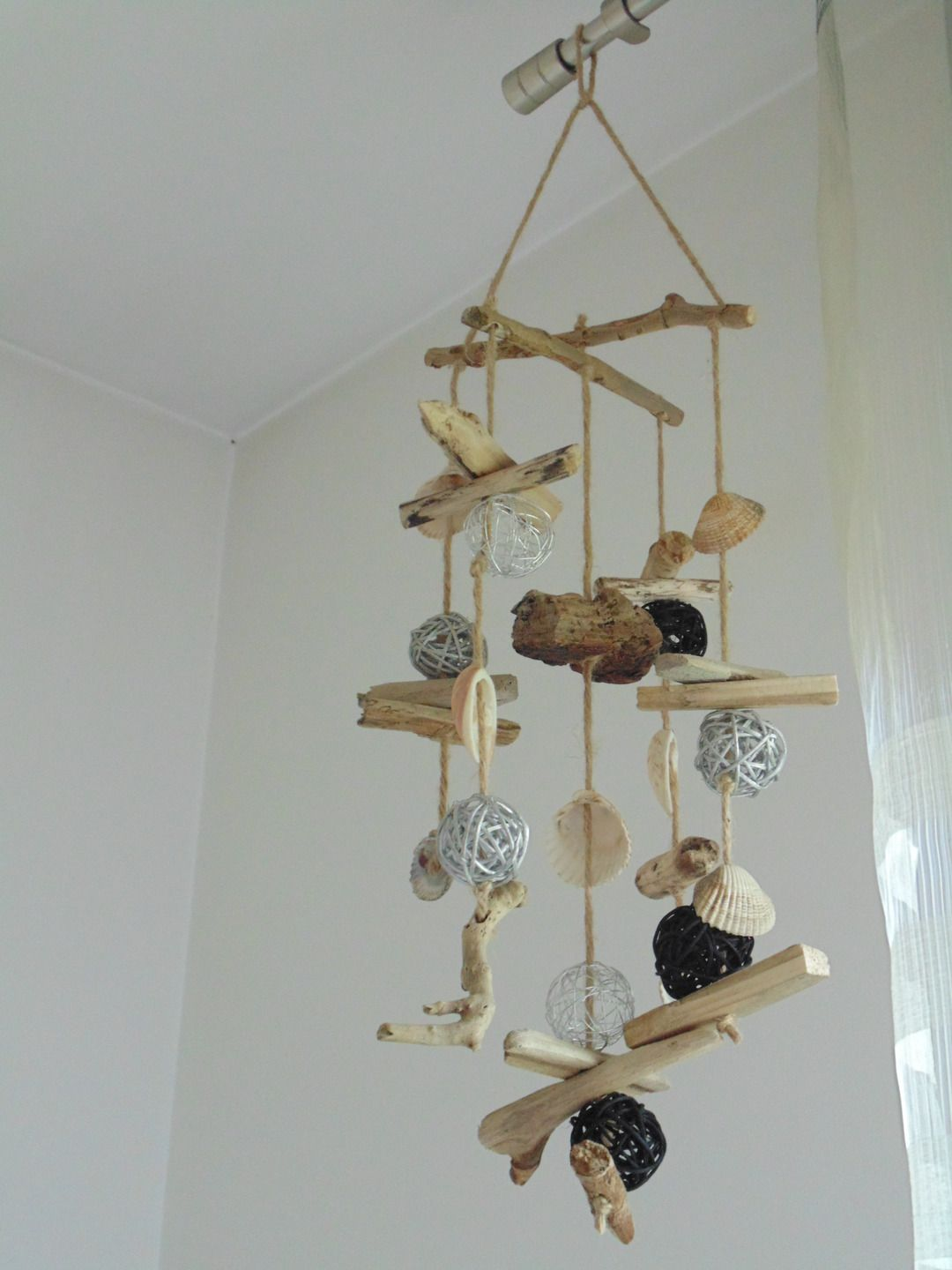 Mobile suspension d co en bois flott coquillages et boules rotin d corations murales par - Guirlande bois flotte ...