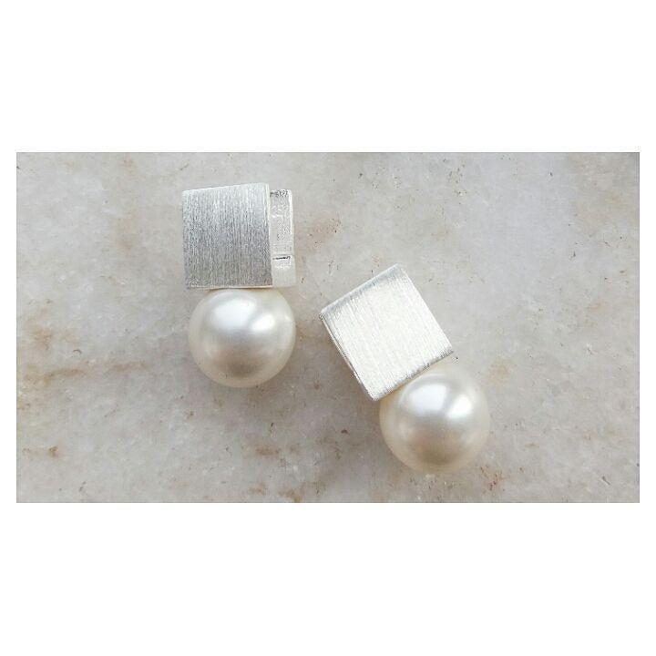 Clássico com um toque minimalista.  brinco quadrado com pérola  #copella #perola #brinco #pearl #prata925 #feitoamao