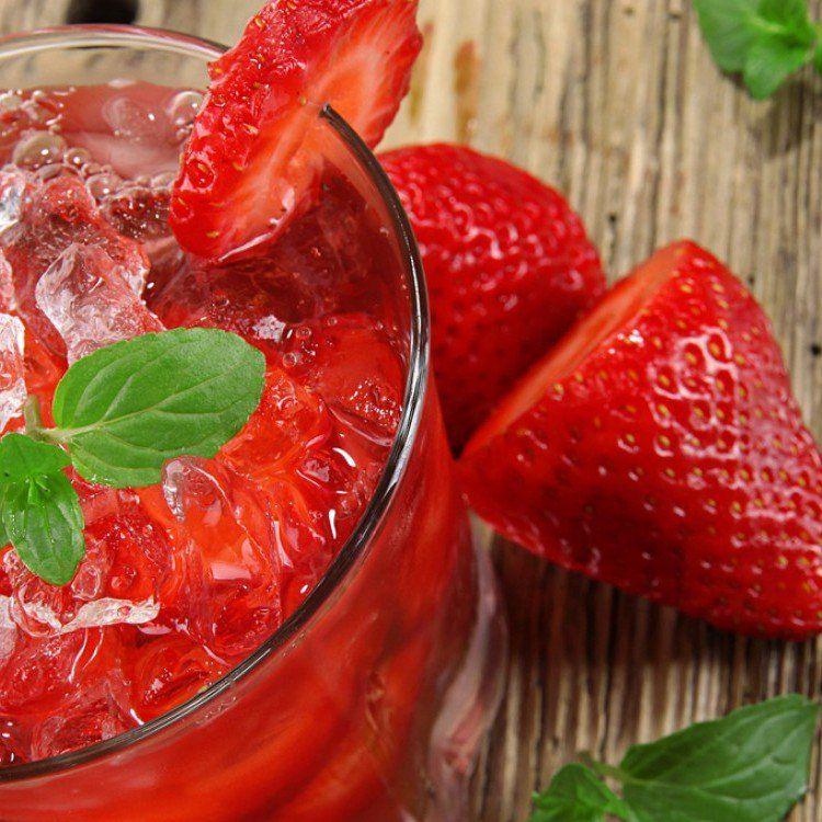 عصير الفراولة المثلج مطبخ سيدتي Recipe Delicious Healthy Recipes Strawberry Drinks Lemonade Diet