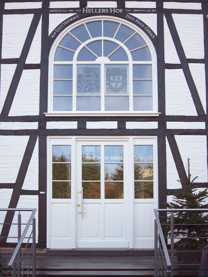 Maßgefertigte Haustüren aus Holz & HolzAlu Haus