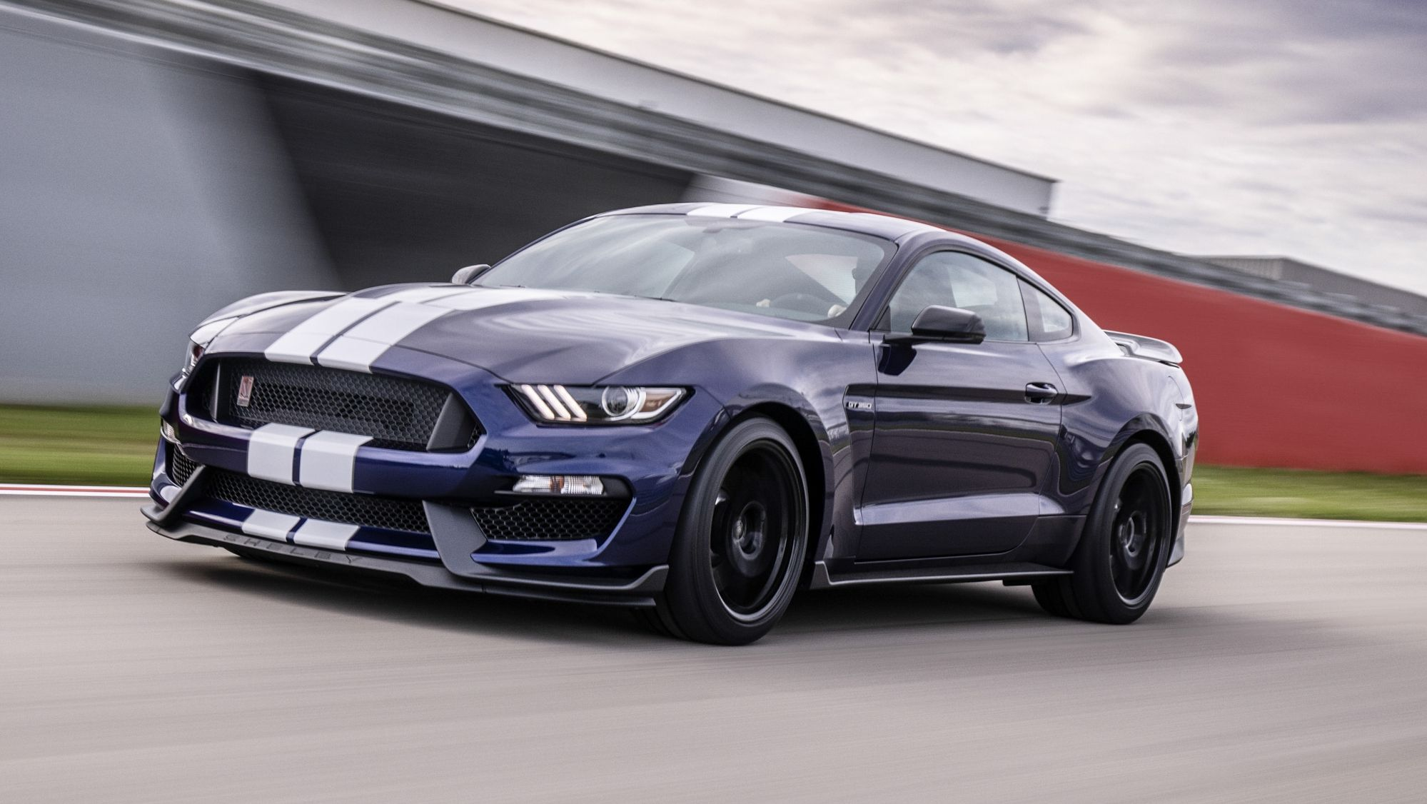 Ford Infuses The 2019 Mustang Shelby Gt350 With Racing And Gt500
