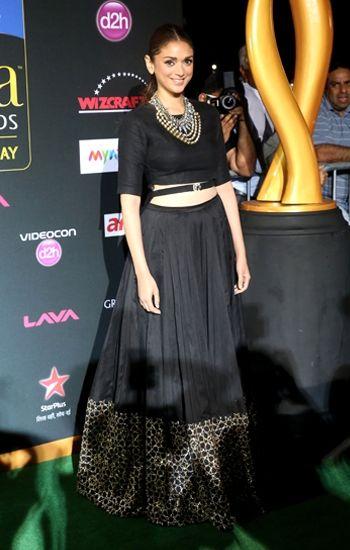 f26811c26f bollywood-actress-in-crop-top-lehenga | Bollywood Lehenga Choli ...