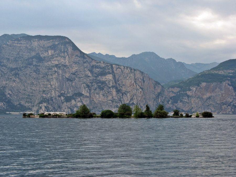 Isola di Trimelone #LagodiGarda #LakeGarda #Garda #Veneto #GardaVeneto