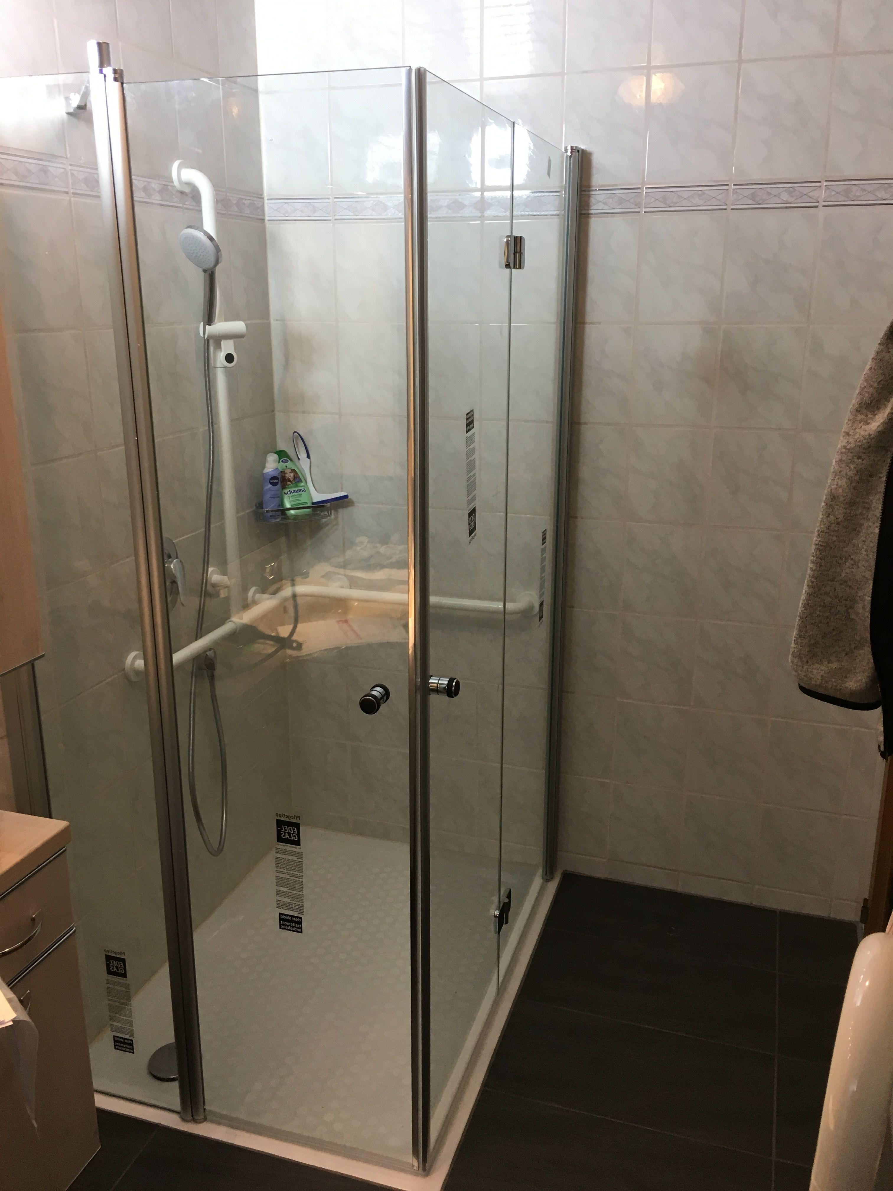 Altersgerechte Dusche Mit Duschkabine Und Haltegriffe Duschkabine Dusche Sanitar