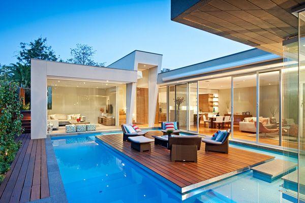 Maison Contemporaine Avec Lounge Au Milieu De La Piscine Maison