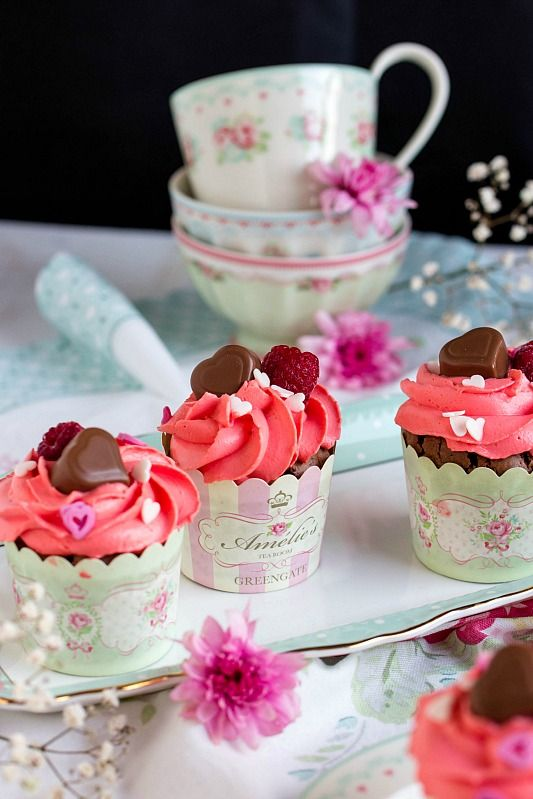 Himbeer Schoko Cupcakes Für Verliebte   Eine Romantische Rezept Idee Zum  Valentinstag. Ein Süßes. DessertHeart