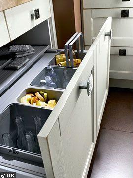 Un tiroir pour le tri sélectif - Meubles de cuisine : les nouveaux tiroirs ont la cote - CôtéMaison.fr