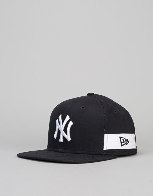 ec39fa65027 The New Era 9Fifty MLB New York Yankees Side Black Snapback Cap in Navy is a