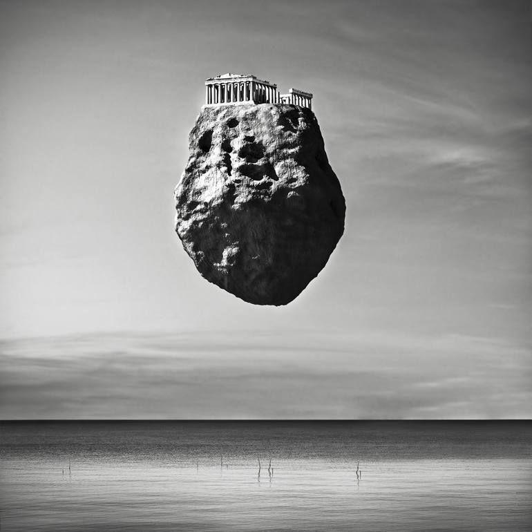 Ursprüngliche Natur-Fotografie durch Giuseppe Lo Schiavo | Surrealismus Kunst auf Papier | Levitation – Parthenon (Edition von 15)