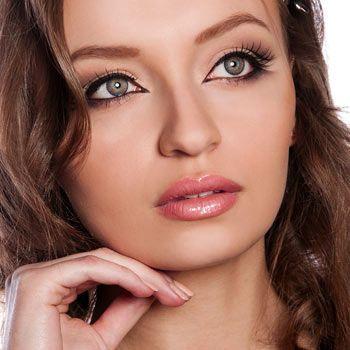 Advantages of Plump Lip Gloss Over Botox