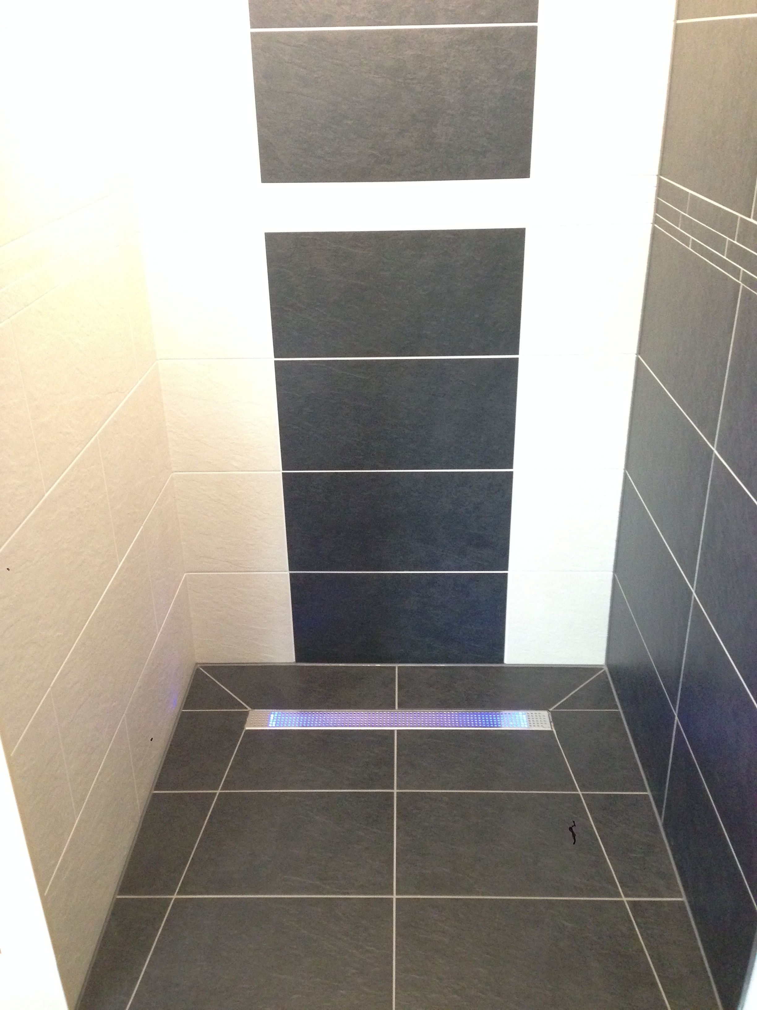 Beleuchtete Linienentwasserung In Der Dusche Badezimmer Dusche