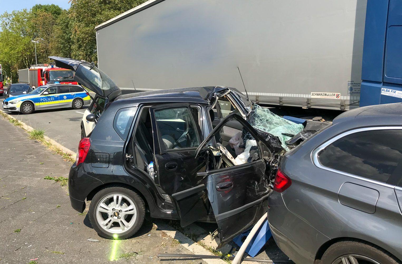 Schwerer Verkehrsunfall Zwischen Lkw Und Kleinwagen Kleinwagen