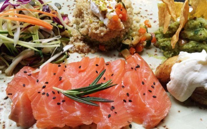 Una de las propuestas de plato único de Diurno, ensalada, quinoa y...