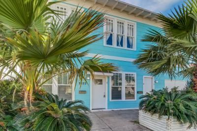 Get the whole crew together and come enjoy a seaside getaway that you won't forget. The dog-friendly Galveston home offers you the ideal spot to visit the ocean and dive into the bevy of local attractions all within easy reach! Set five short blocks from the beach (about a three-minute walk), and less than a mile from the Galveston Historic Pleasure Pier, you'll have quick access to beachside adventures as well as a wide array of family-friendly activities! As the lower condo of a th...