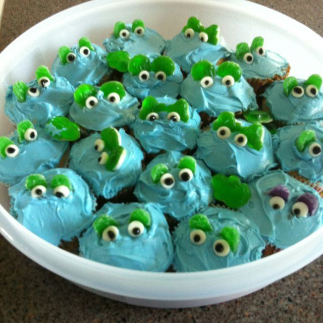 Frog Cupcakes! So easy to make! Kid friendly! :)