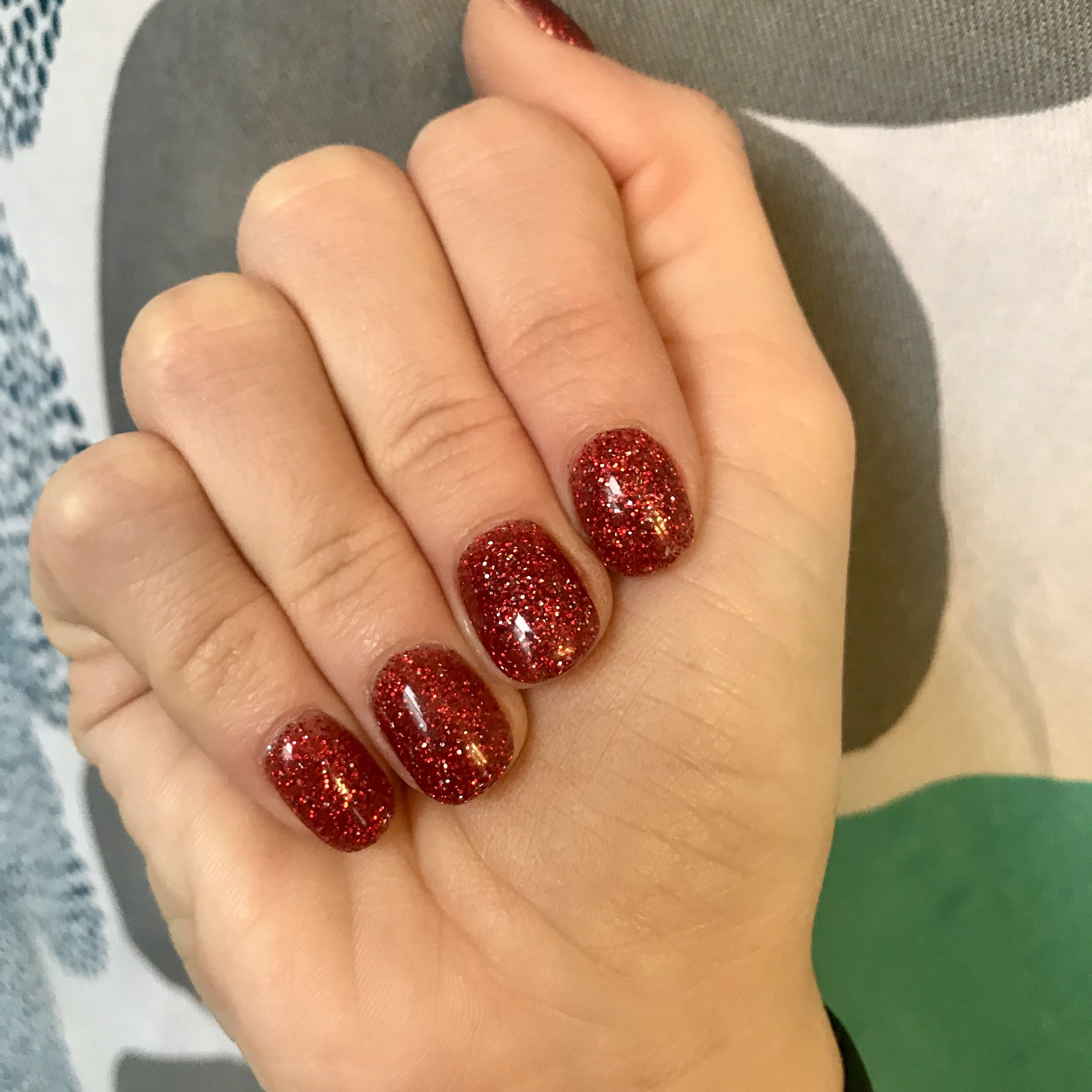 Red Glitter Short Round Acrylic Nails