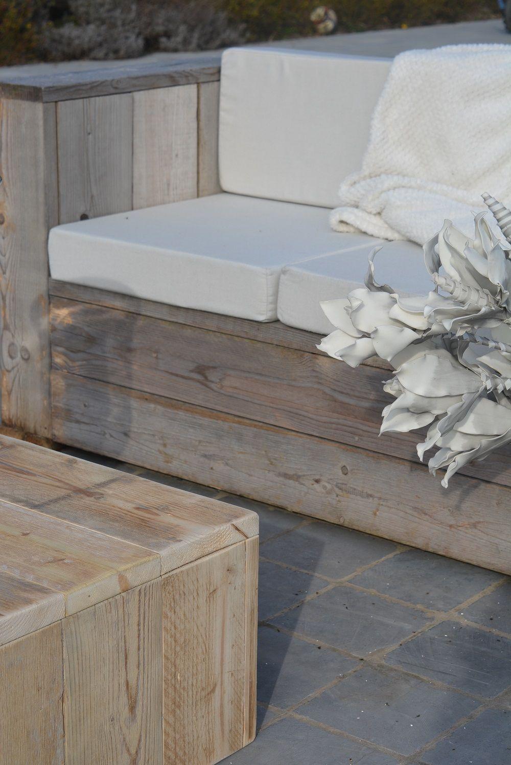 Ensemble canapé et table basse en bois de récupération. Idéal pour ...