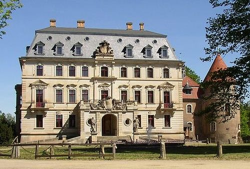 100 best castle photographs castles palace and switzerland for Small houses in germany