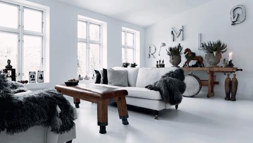 Cozy Danish home inSkælskørofHenrik Hemmingsen, decorator ofFil de Fer shopin Copenhagen|Photoby Martin Sølystvia DanishFemina Bolig | via styleandcreate.com
