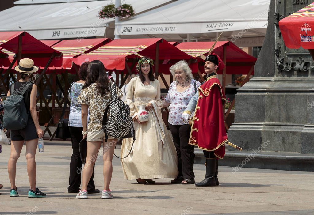 Zagreb Croatia August 2015 Tourist Taking Pictures Entertainers Dressed Manda Sponsored August Zagreb Croatia Tourist Ad Zagreb Kroatien