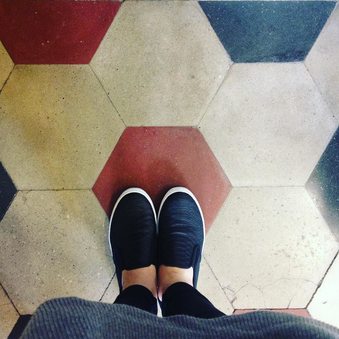 Black slip on Turin's floor #vintage #hpatterndesign #pattern #wallpaper #graphic #colors #floor #flooring #tile #designer #dsfloors #ihavethisthingwithfloors #interior #interiors #interiordesign #homedecor #interiordecorating #tilework #tileaddiction #instadecor #interiorstilyng #tiller #tilled by la_charlottina