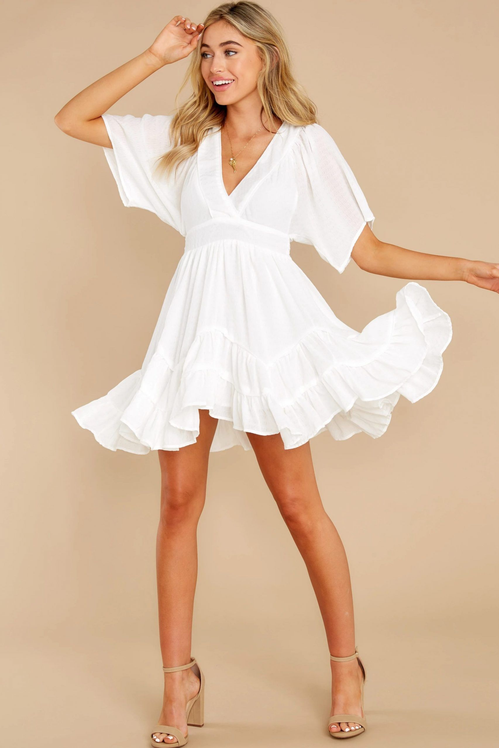 40 Gorgeous White Graduation Dresses To Get Your Diploma In Style In 2021 White Short Dress White Dresses Graduation Red Dress Boutique [ 2560 x 1706 Pixel ]