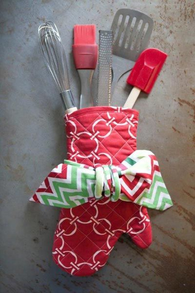 Gift Idea For Your Favorite Foodie Oven Mitt Kitchen Tools Hen House Linens Gifts Cute Christmas Gifts Homemade Gifts