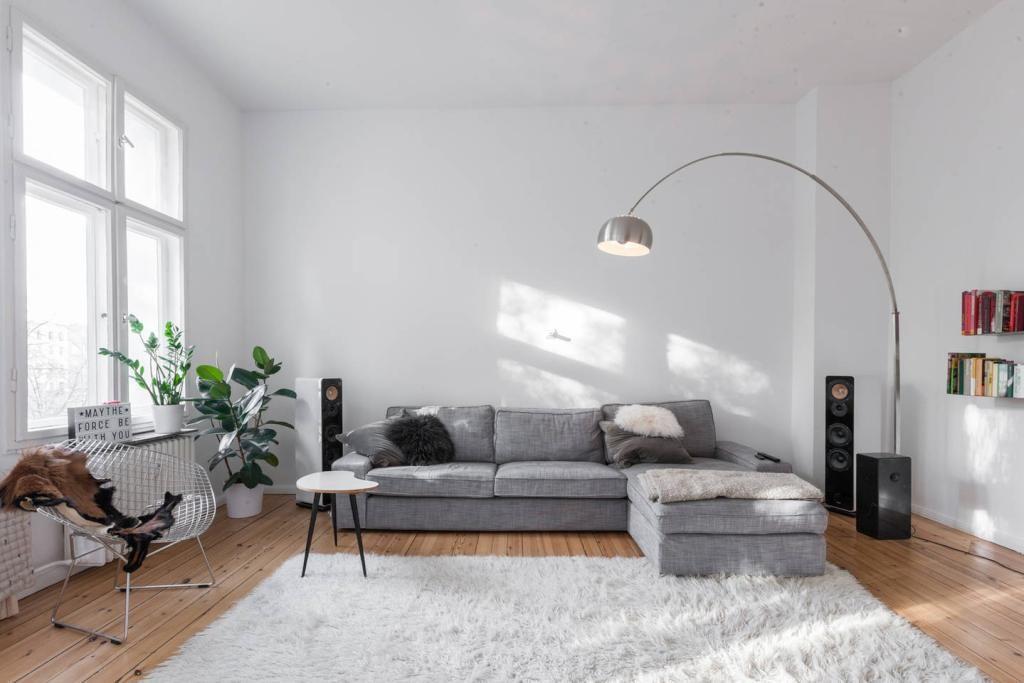 toll eingerichteter wohnzimmertraum gro es wohnzimmer mit couch moderner beleuchtung. Black Bedroom Furniture Sets. Home Design Ideas